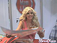 Bree Olson signing and showing video for her fans! She loves being naughty even in Public!